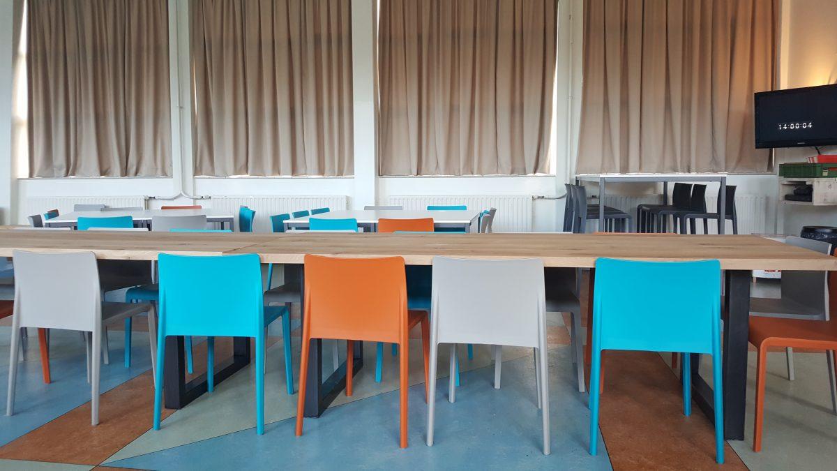 Het Hogeland College - Pedrali Volt stoel - Vepa T40 tafels