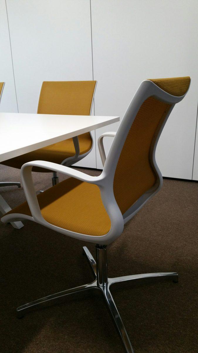 Jeugdbescherming Noord - Sitland Soul stoelen - Vepa Vpax tafel