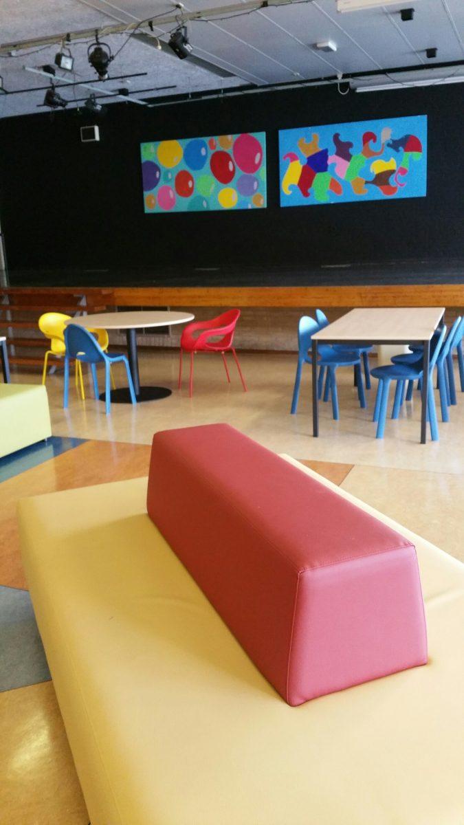 RSG de Borgen - Davant ADX elementen - Davant maatwerkbanken - Infiniti Drop stoelen - Pedrali Sunny stoel