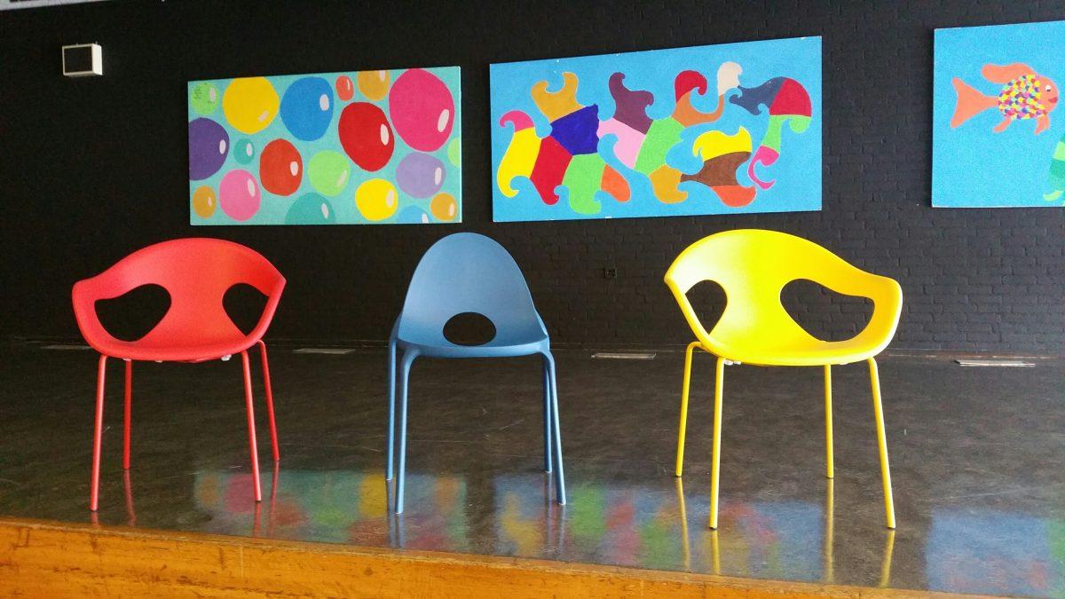 RSG de Borgen - Infiniti Drop stoelen - Pedrali Sunny stoelen